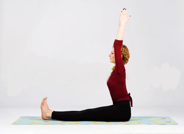 растяжка спины из положения сидя