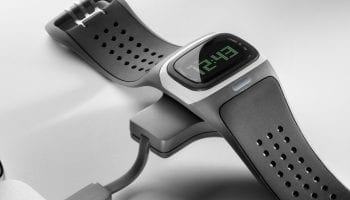 311841-mio-alpha-ble-heart-rate-monitor-watch-and-battery