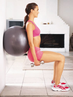 Упражнения на фитболе для бедер и ягодиц