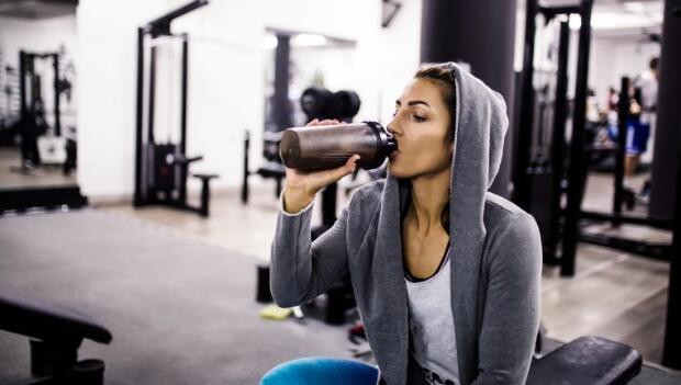 Что пить во время тренировки в тренажерном зале?